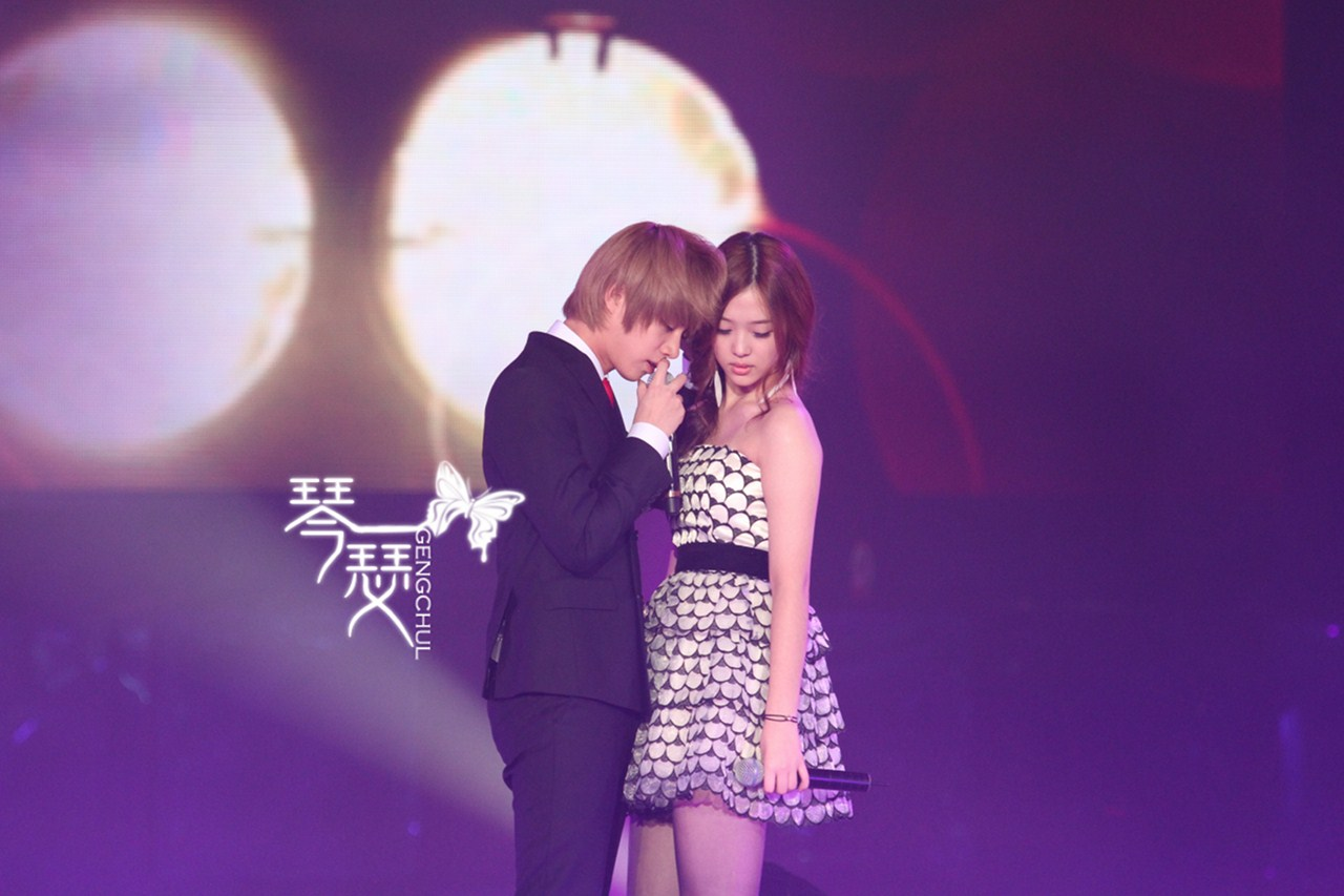 [Pic] SS3 Beijing – Heechul with Sulli Part 2 | SJcouples♥SJ커플